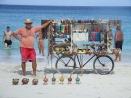 Verkopers op het Cubaanse strand